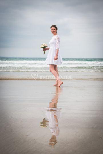 Mariée dans l'océan