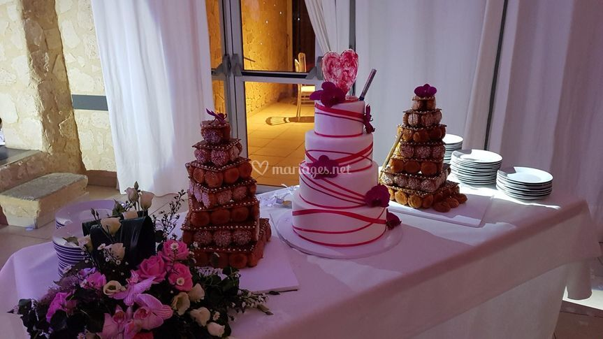 Pièce montée et weddin-cake
