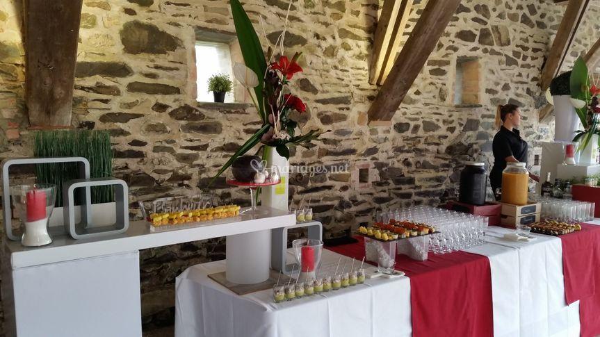 Buffet rouge et blanc
