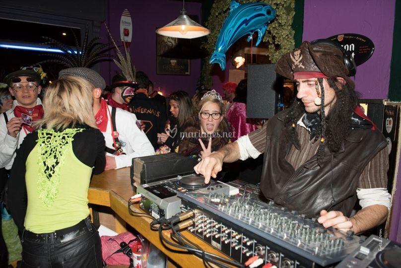 Soirée carnaval dans un bar