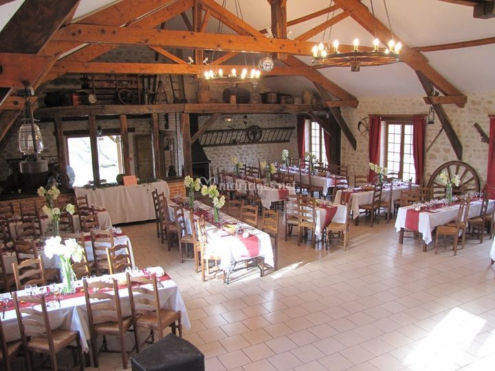 La salle tables rectangulaires