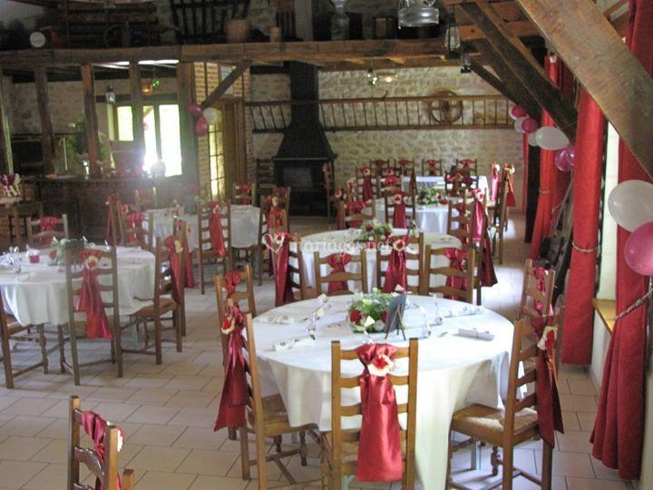 La salle tables rondes