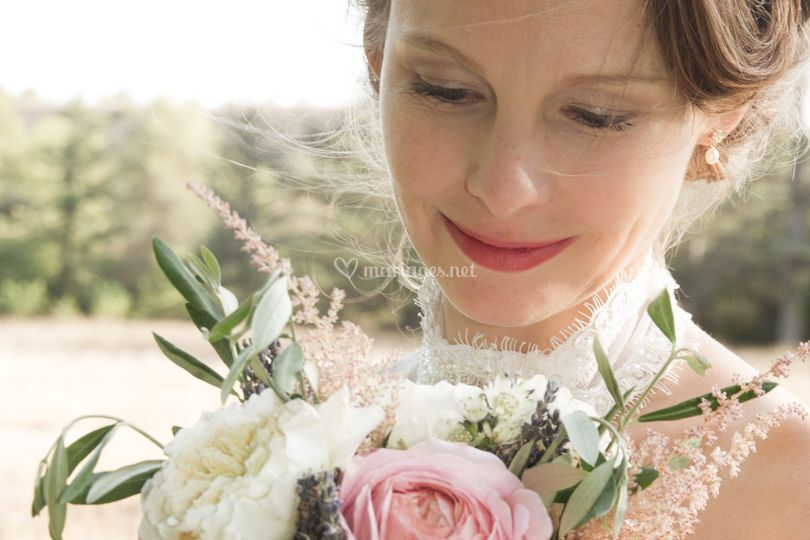 La mariée et le bouquet