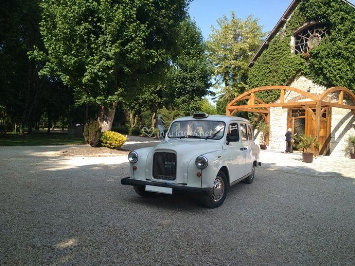 """Le """"Taxi Blanc"""" Wedding Cab"""