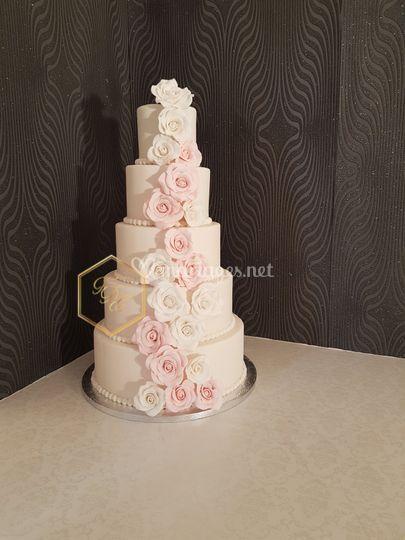 Wedding cake chute de fleurs