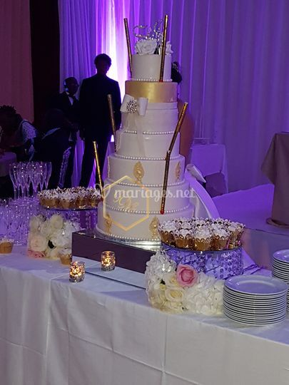 Wedding cake or champagne