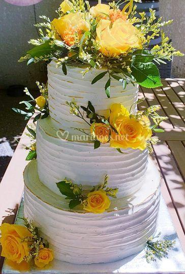 wedding cake avec rose jaune
