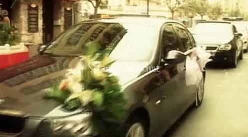 Arrivée des mariés en voiture