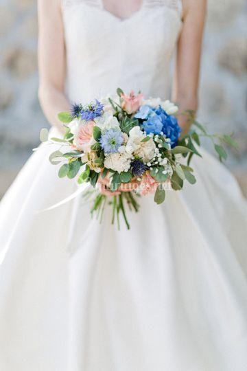 Bouquet de mariée bleu & pêche