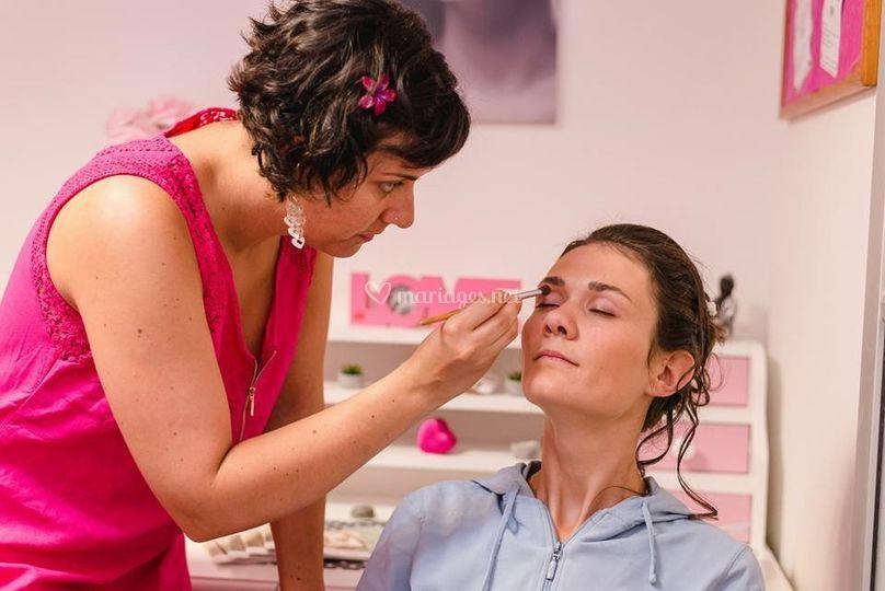 Séance de maquillage mariée