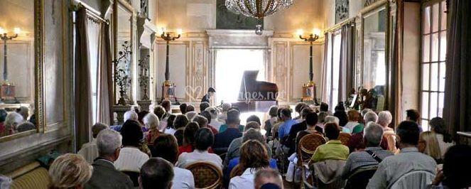 Concert de piano classique dans l'un des salons du château