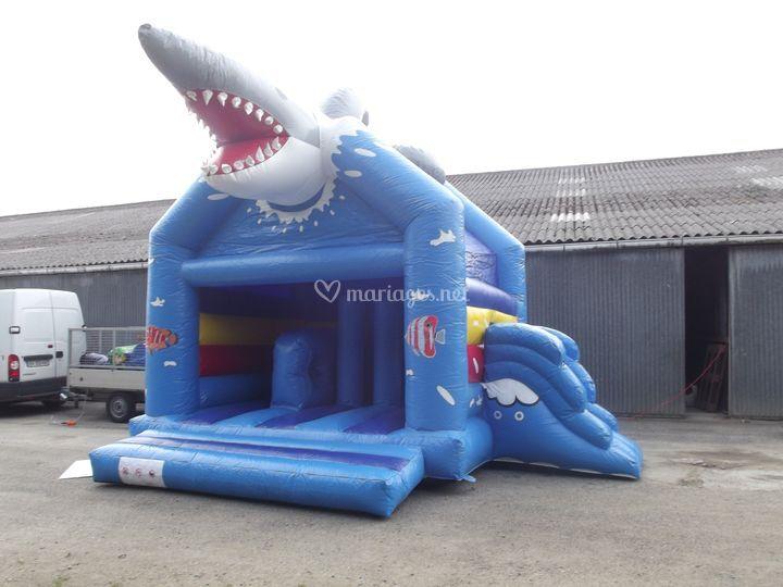Château gonflable requin