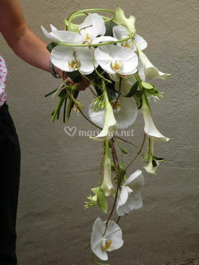 Bouquet cascade calla etc