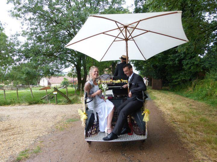 Arrivée des mariés en calèche