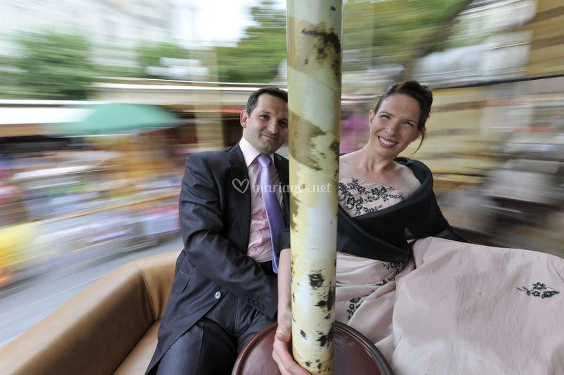 Les mariés dans un manège