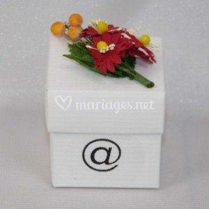 Cube et bouquet Arobase