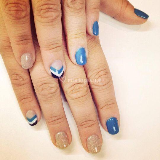 Manucure bleue