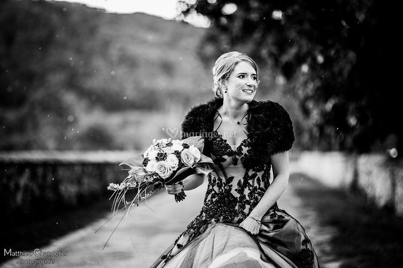 Mariée sous la pluie