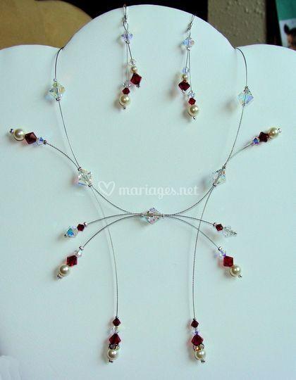 Collier Delphine de couleur cristal et rouge