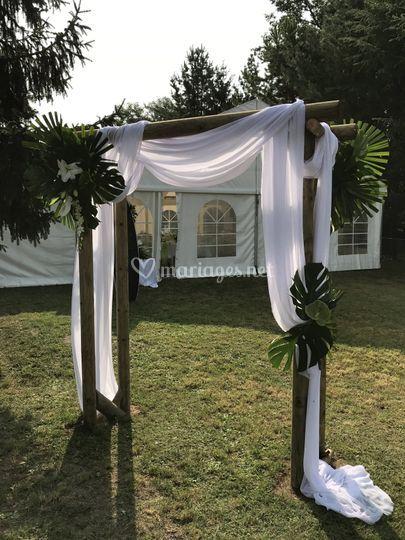 Arche avec voilage et fleurs