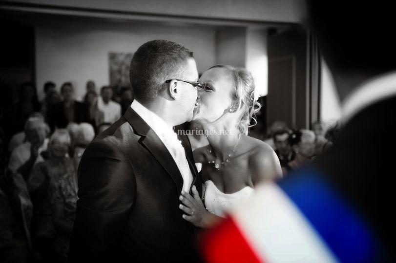 Mairie baiser en noir et blanc