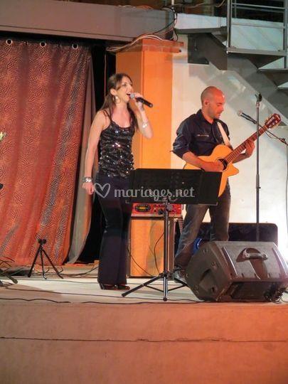 Chanteuse et guitariste