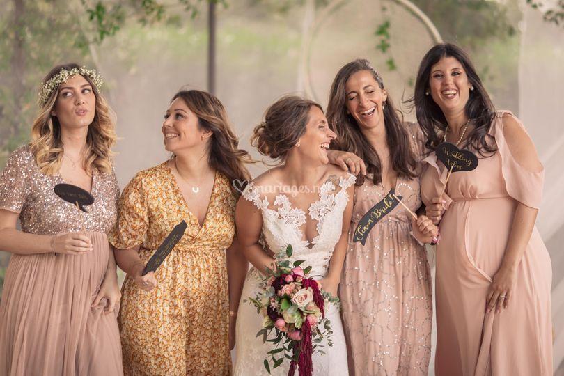 Bride & bridemaids