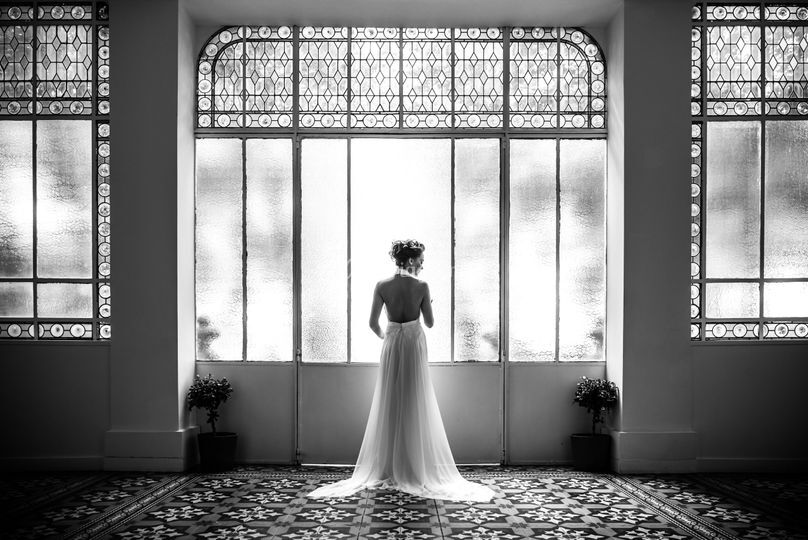 Mariée dans la verrière