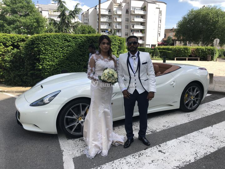 Couple Sri Lankais en Ferrari