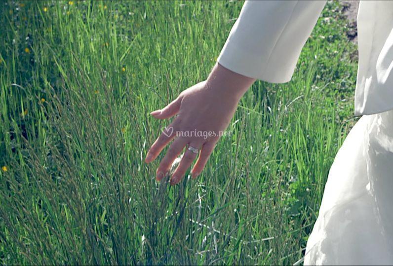 Une main de mariée