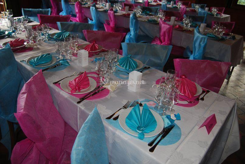 Table fuschia turquoise de la dr lerie tout pour la f te - Tout pour la table ...