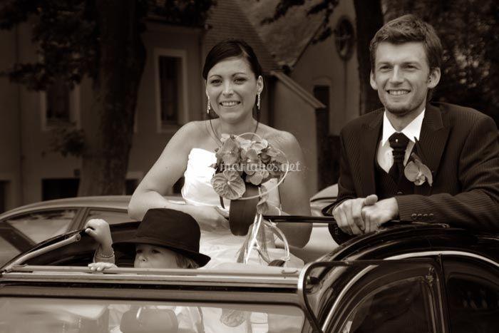 © Yann Wolfs - les mariés dans la décapotable