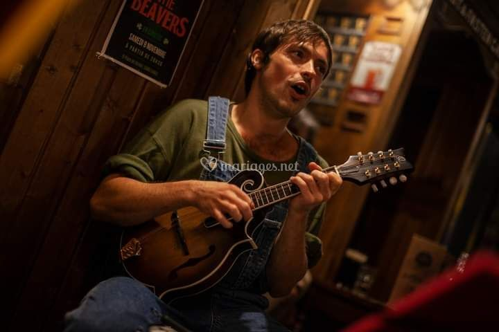 Sacha, mandoline et chant