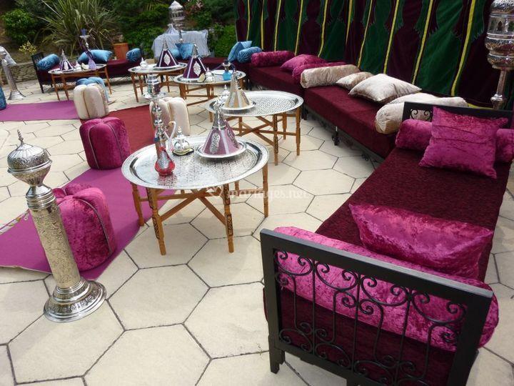 Salon oriental marseille table de lit for Salon marocain marseille