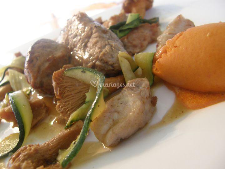 Filet de veau et ses ris, tagliatelles de courgettes et glace au poivon rouge