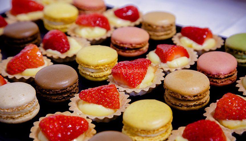 Macarons et pièces sucrées