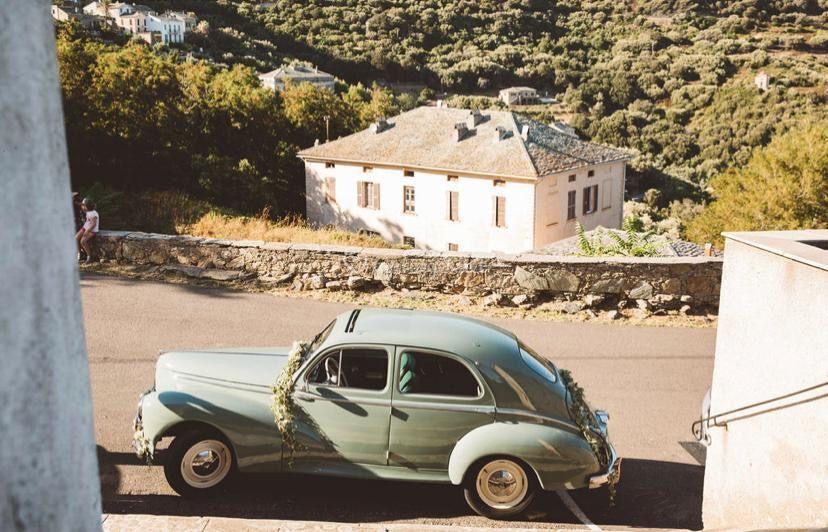 Peugeot 203 à un mariage