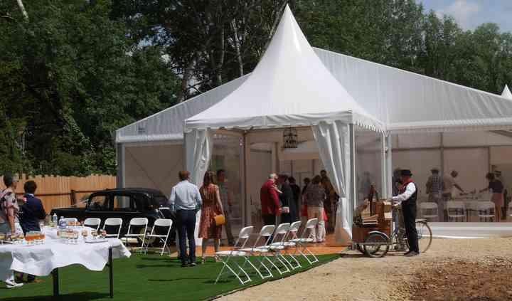 Extérieur de la tente de réception