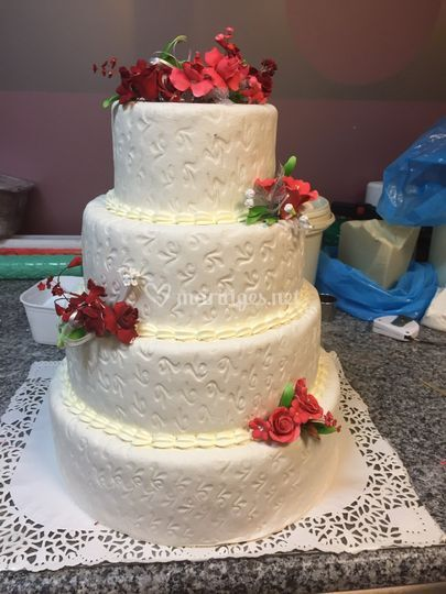 Wedding cake décor roses