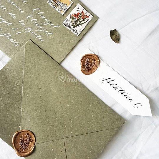 Enveloppe et marque place