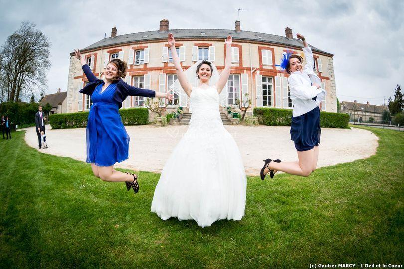 Mariée, témoins, saut, groupe