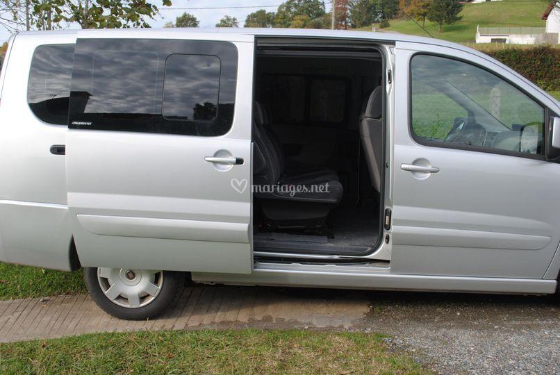 Minibus porte latérale