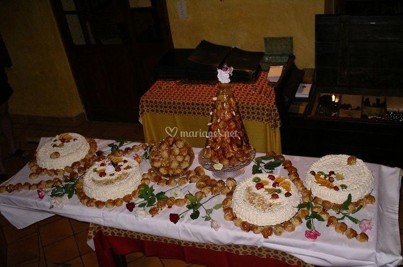 Gâteaux et pièce montée