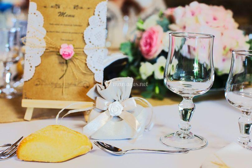 Les détails des jolies table..