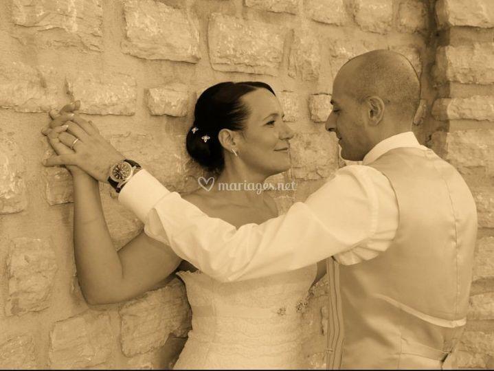 Les mariés souriants