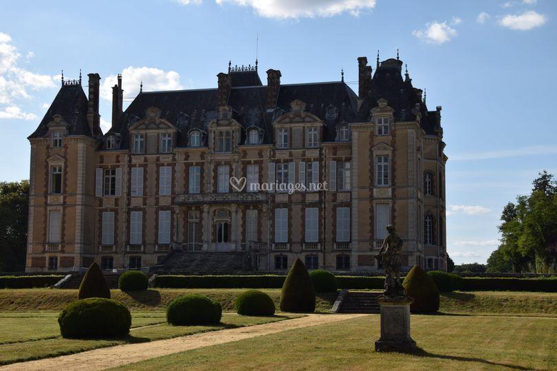 Le Chateau : vue des jardins