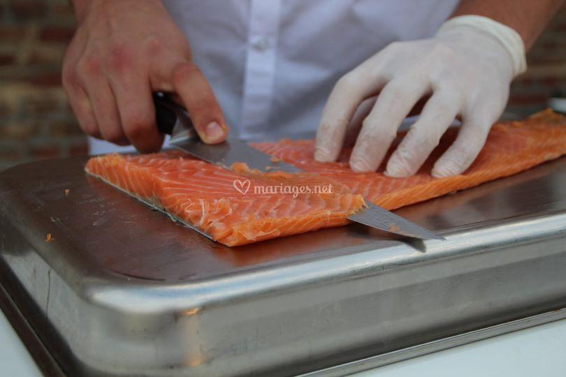 Découpe saumon fumé maison