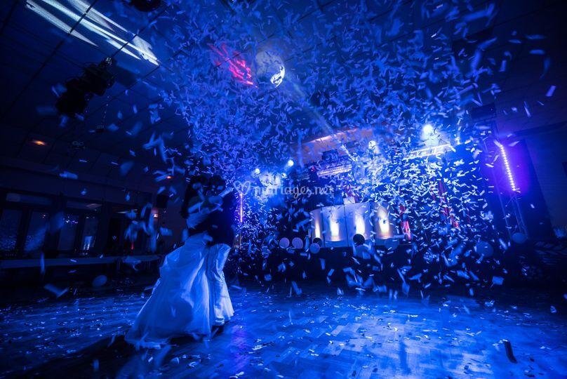 Bal de mariage sous confettis