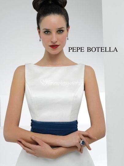 Robe blanche ceinture bleu