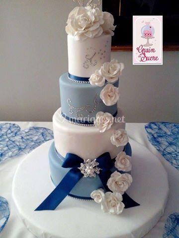 Wedding cake blue flower
